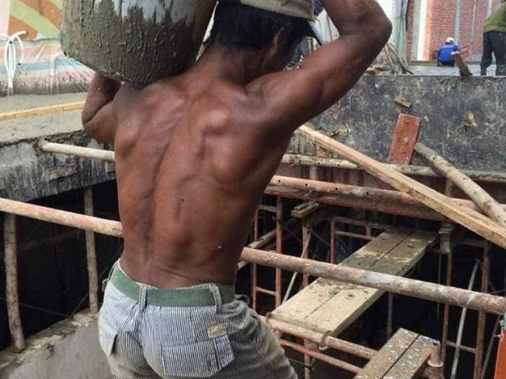 Thợ hồ và công nhân xây dựng